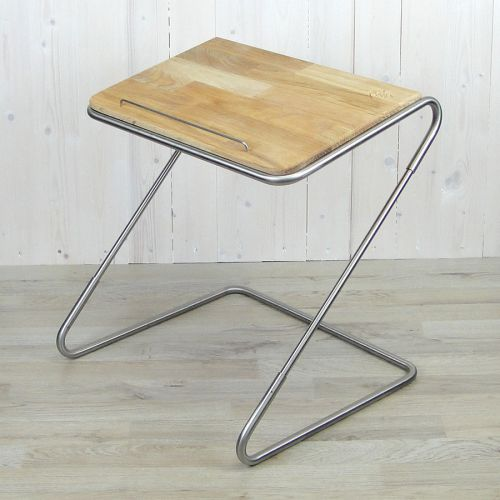 Tischpult aus Edelstahlrohr und Eicheblatt